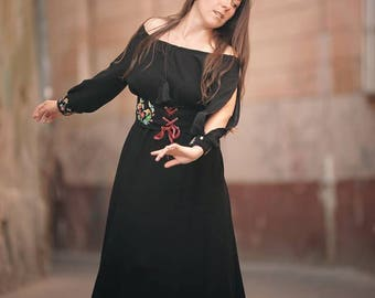 Maxi long black dress with floral embroidery corset belt