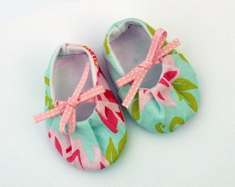 Girls slippers, shoes, baby/toddler, size 18-24 months in pink Dahia - SALE