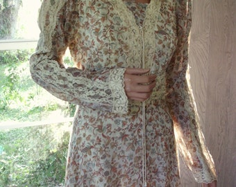 Gunne Sax Dress Calico and Lace in Vintage Large