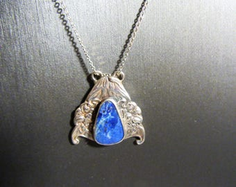 Beautiful Vintage Lapis Floral Pendant with 18 inch Chain