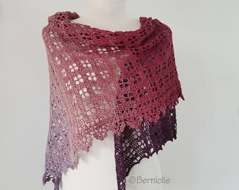 Lace crochet shawl, triangular, Q578