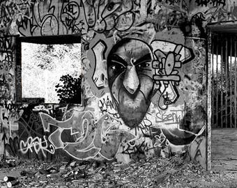 Photography black and white tagged abandoned place, title: Stop