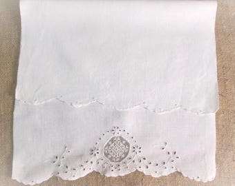 Vintage Guest Towel Antique Linens White Handmade Embroidery Lace Cutwork Shabby Cottage Guest Room Bath Decor Embroidered Vintage Linens