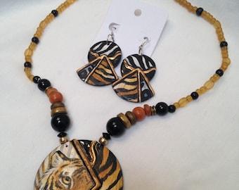Vintage Handpainted Ceramic Animal W/TigerPendant beaded Necklace & Pierced Earring Set