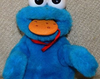 "YUM YUM COOKIE Monster (36191)  Tyco 1997, Put cookie in his mouth, he says "" Me love Cookies"" & more as he moves hands , Blue Plush."