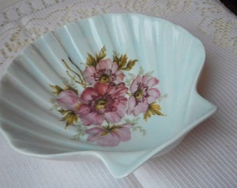 stunning vintage French Limoges porcelain decorative shell shaped trinket dish