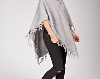 Poncho to put on, lace collar