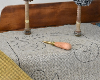 Folk art chicken pattern on linen - 3 or 4 chicken pattern - detailed instructions included -