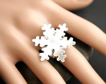 Reflective Snowflake Ring. Mirrored Snowflake Ring.  Christmas Jewelry.  Silver Ring. Adjustable Ring. Winter Ring. Handmade Jewelry.