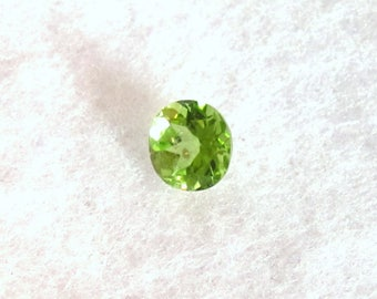 Peridot Faceted Round - 4 mm Genuine Natural Brilliant Faceted Gemstone - Bright Apple Green Clear Gem - August Birthstone