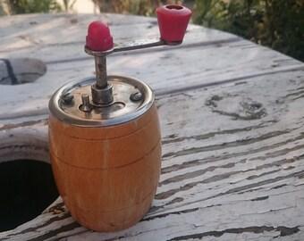 Pepper mill grinder, vintage grinder, vintage mill
