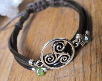 Triskelion and Peridot Brown Leather Bracelet