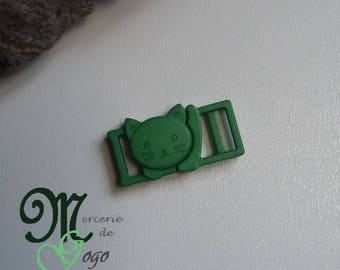 "Clip shaped green plastic ""cat"" quick release buckle."