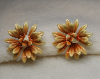 Vintage 1930's - CORO Daisy Flower Enamel Screw Back Earrings - Pale Peach & Cream Color
