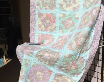 Peaceful pastels, bed quilt / throw