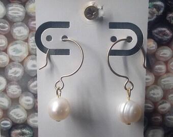 Earrings, 14k gold filled, water pearl