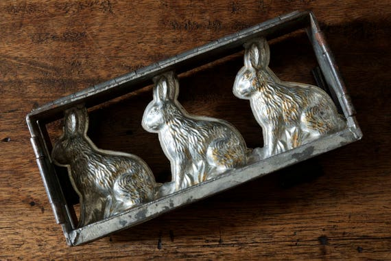 Vintage Three Sitting Hares Hinged