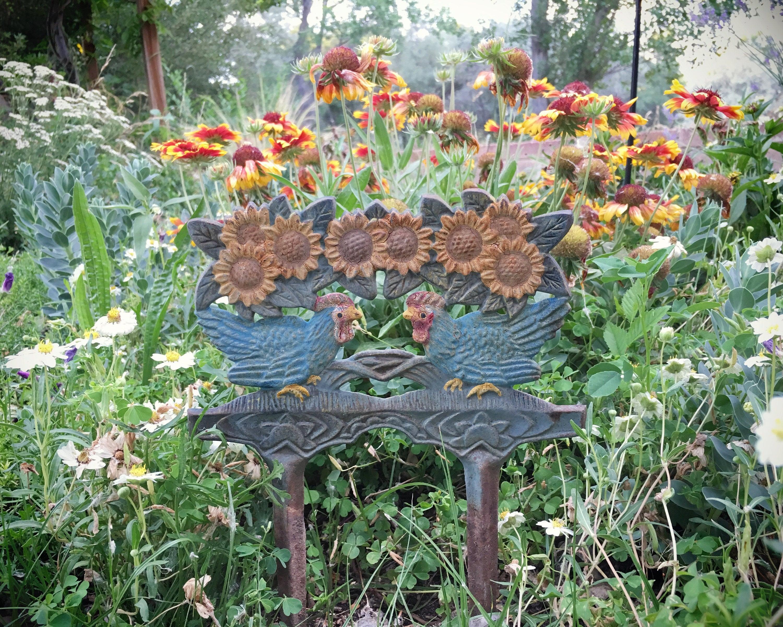Chippy Rusty Cast Iron Garden Sign With Stakes, Chicken Yard Art, Flower  Pot Decor, Rustic Boho Flower Garden Art, Cottage Farmhouse Decor