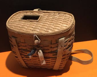 A vintage fishing creel woven basket trout  salmon holder lightweight backpack fly fishing