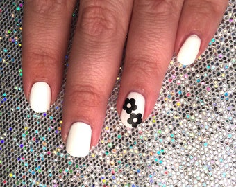 30 daisy vinyl decals for nail art available in 20 colours incl holographic, nail decals, nail stickers, nail vinyls, spring, hippie, flower