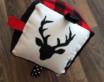 Deer-lumberjack-educational with Bell inside the Cube