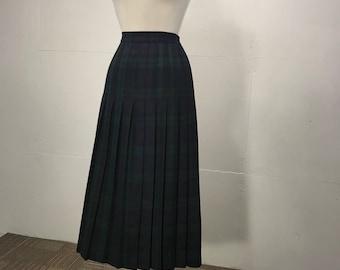 O'Neil of Dublin tartan pleated skirt green black Ireland tradditional folk Saint Patrick's Day