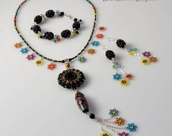 Spring garden in the night - beadwoven jewelry set with colorful flowers