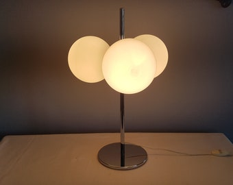 Space age 1950 vintage table lamp. Chrome and opaline.