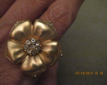 BEAUTIFUL Vintage Gold & Crystal Flower Fashion Ring...adjustable..#2150...Rescued/ Recycled