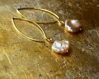 Blush bridal earrings, Real pearl earrings, Keshi pearl earrings, Pearl chandelier earrings, Keishi pearl hoop earrings, Big baroque pearl