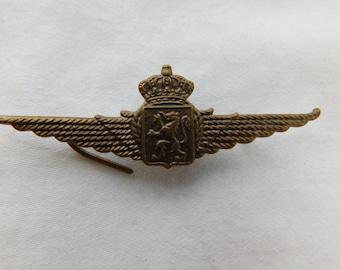 ONE Vintage Belguim Military Pilots Wings Badge Cast  Box FDGS