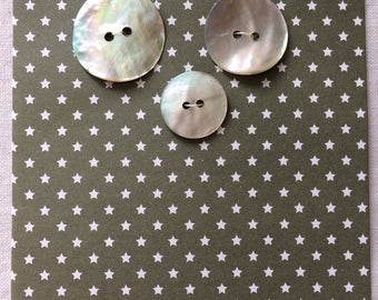 """Vintage 3 Shell Mother of Pearl Round Buttons 3/4"""" to 1"""" wide MOP"""