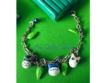 Studio Ghibli bracelet with Totoro charm, White Totoro, blue totoro and leaves. Inspired by My Neighbor Totoro movies. Totoro clay bracelet