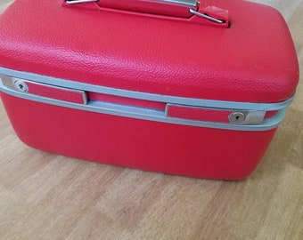 Train Case Red  1960's vintage luggage town craft makeup case overnite case