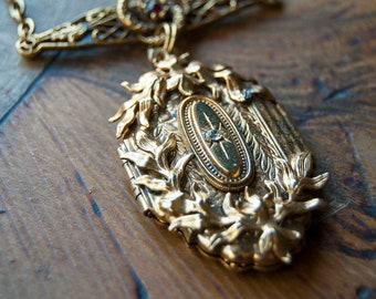 Infinite Stars Floral Vintage Locket in gold / Vintage Keepsake Locket / Gold Locket Necklace