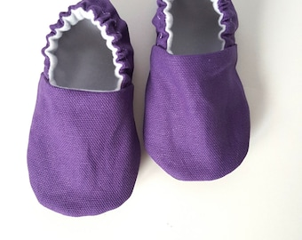 Classic Plum Baby Moccs / Baby Shoes / Baby Moccasins / Childrens Indoor Shoes / Vegan Moccs / Vegan Moccasins / Soft Sole Shoes / Organic