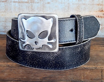 Outlaw Kitty Belt Buckle / Cat Buckle / Belt Buckles for Women / Gift for Cat Lover / by WATTO Distinctive Metal Wear / Crazy Cat Lady Gift