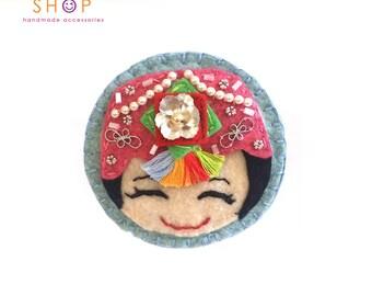 Korea Traditional hanbok Girl Brooch, Face brooch,Chic girl face brooch, Felt Brooch, Handmade felt, embroidery brooch, Gift,Brooch, Hanbok