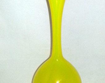 Scandinavia yellow glass bulb vase design Gunnar Ander for Lindshammars Glasswork from Sweden 1950s.