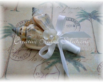 White Seashell Groom Groomsmen Wedding Boutonniere, White Button Hole, Beach Wedding, Sea Shell Boutonniere, Button Hole