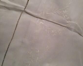 Edwardian embroidered pillowcase. 23x33 ins. Pretty