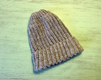 Knitted beige / gray beanie