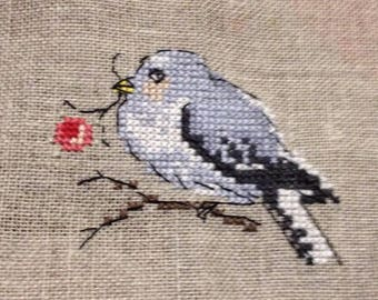 Embroidery bird embroidered on linen (sewing counted) cross stitch