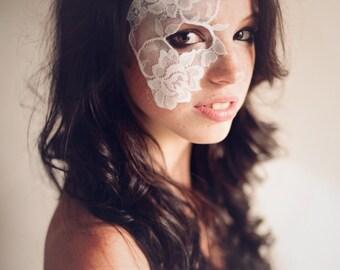 Masquerade Mask White Lace Strapless Mask