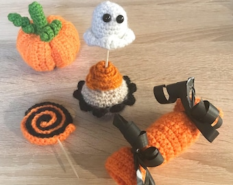 Desserts and mixed Halloween decorations for tables and environments (pumpkin, cupcake, candies)-Trick or treat collection-trick or treating