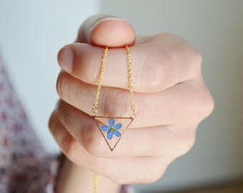 Triangle necklace Veritable Forget me not Crewneck necklace Geometrical pendant Resin pendant Pressed myosotis triangle pendant Gold plated