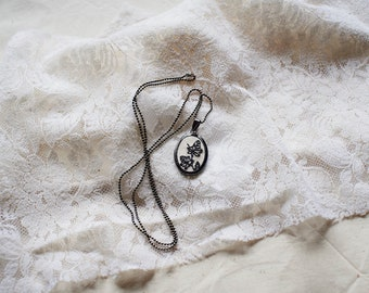 necklace botanical embroidery Ivy