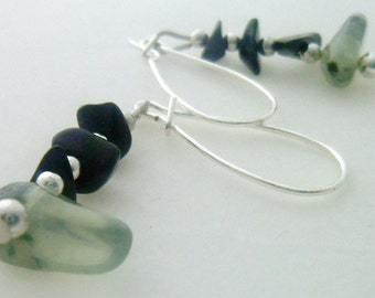 Pale Green Prehnite Black Onyx Dangle Earrings, Earthy Minimalist Style, Black Onyx Chip Beads, Gemstone Earrings, 1 inch