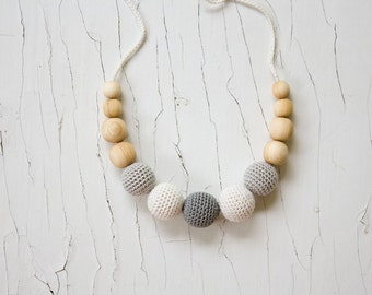 Petite Nursing Necklace - Gray&White - Wood Teething Necklace for Mom, New Baby Gift, New Mom Gift - N004