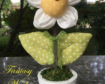 Vase with Daisy